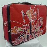 Beschilderde koffer, ook in opdracht of als workshop-neem je oude koffer mee!           Adrienne van Wartum