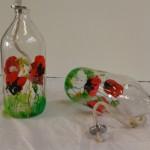 Vrolijk beschilderde flessen als olielamp    Adrienne van Wartum