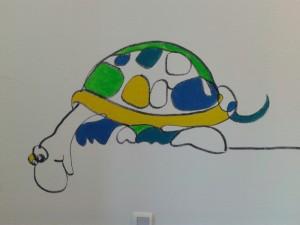 Muurschildering MST Enschede kinderafdeling - schildpad met hoogtevrees Adrienne van Wartum